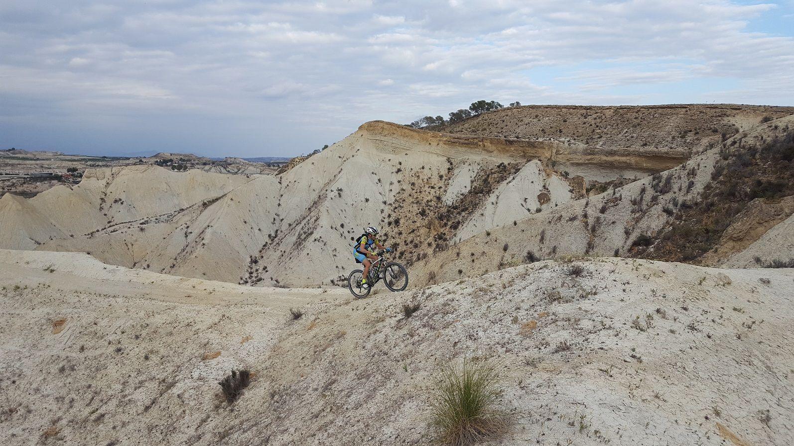 Crónica ruta MTB Molina Vía Verde Alguazas Los Rodeos Humedal Embalse Los Rodeos Descenso por badlands