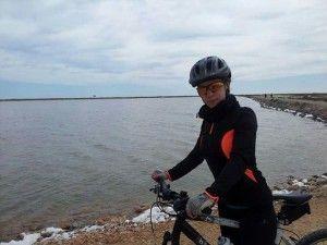 Patricia iniciándose en la bici