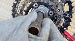 Limpieza y engrase del eje pedalier - Limpiar el eje pedalier