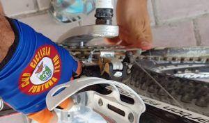 Limpieza y engrase del eje pedalier - Retirar la cadena