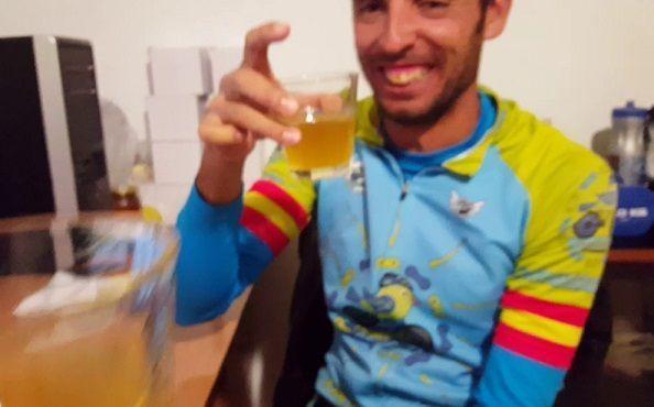 Ciclistas bebiendo kéfir