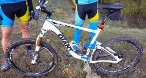 Bicicleta de doble suspensión Giant del comunitario Aurelio de Comunidad Biker MTB