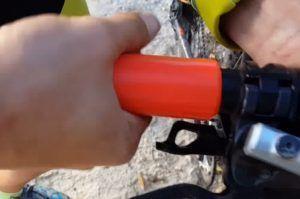 Cómo colocar los puños de la bicicleta por presión con la mano