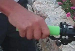 Quitar puños viejos bicicleta - Girar y presionar puño para sacarlo