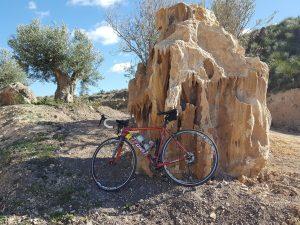 Formación geológica de piedra con formas peculiares en la Churleta Fotuna por Comunidad Biker MTB