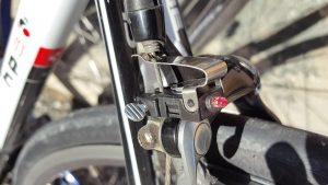 Luz de freno para bicicleta de carretera con frenos de zapata v-brake